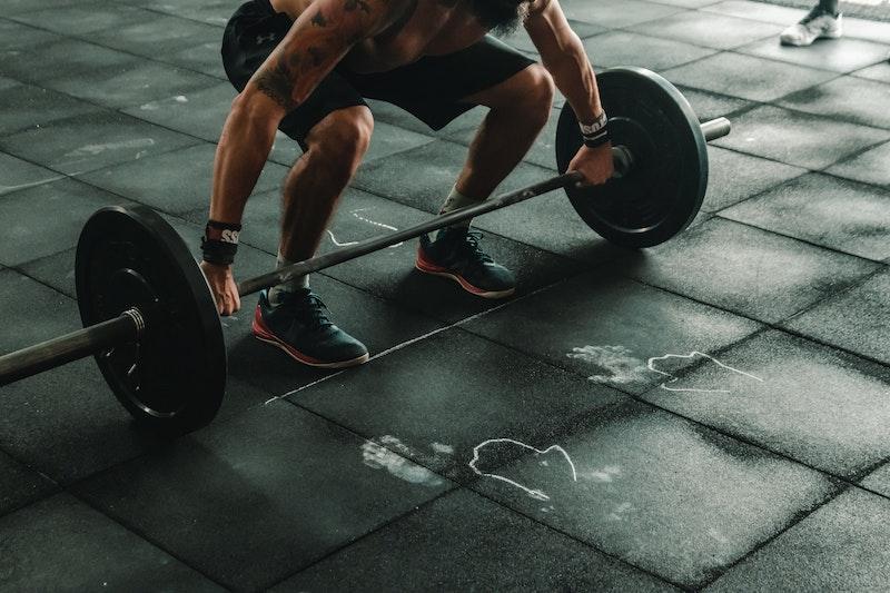 athlète qui travaille des qualités physique organique et neurologique