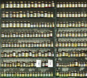 étalage de vitamines dans un magasin